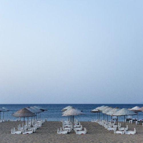 Plaj Kumsal Ayvalik Sarimsakli beach umbrella semsiye sezlong sunbed sea deniz summer yaz