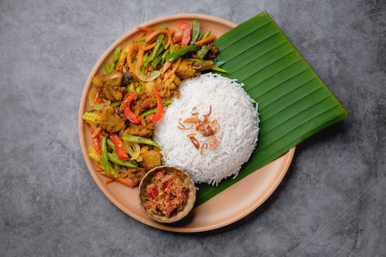 Nasi Ayam Kunyit Food And Drink Food Directly Above Freshness Indoors  Ready-to-eat Healthy Eating Still Life High Angle View Plate No People Rice - Food Staple Asian Food Wellbeing Meat Studio Shot Serving Size Vegetable Close-up Rice Japanese Food Dinner Malaysian Food Nasi Ayam Kunyit