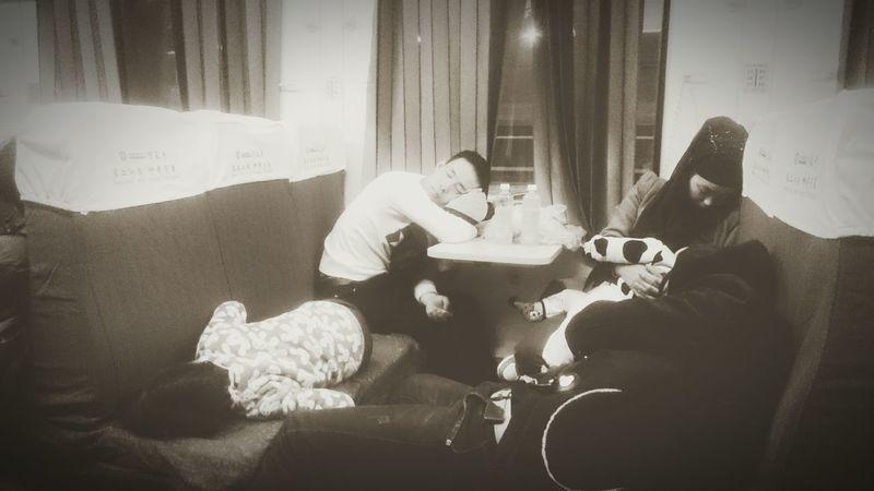 Train Travel Taiyuan Deep Night Family