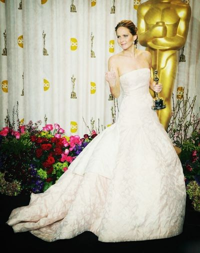 Beautiful Oscars!! The Finger Jennifer Lawrence