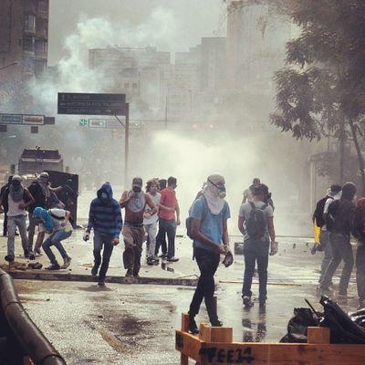 1A 1abril Chacaito Venezuela sosvenezuela ResistenciaVzla sos laverdad estudiantes gobiernocorructo prayForVenezuela fuerza elquesecansapierde marcha guarimba estudiantes resistencia capuski laluchasigue gnb lacrimogenas tanquetas ballenas gnb valientes yourvoicevenezuela