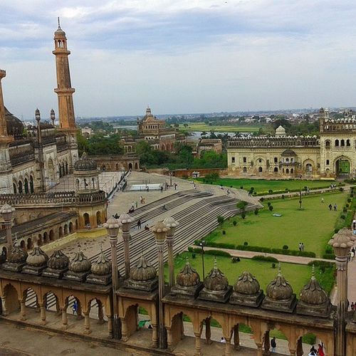 Yes,we are royals. History Lucknow Royal Architecture Masterpiece Culture Tourism Incredibleindia Imambada Mosque RiverGomti Samsunggalaxycore 5 Megapixels Nofilter Landscape Sunday Mycity Mylove Indiapictures