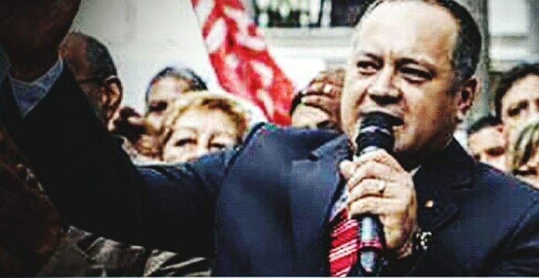 """¡TE QUEDASTE CORTO CAPO, LA META ES SACARLOS A TODOS! Diosdado: """"Quieren la Asamblea para sacar a Maduro"""" Oct 8, 2015 @ 6:00 am """"La oposición tiene sus planes bien claros, y quieren la Asamblea Nacional para sacar a Maduro, los revolucionarios no tenemos otra opción, necesario es vencer"""". Con estas palabras el presidente del Parlamento, Diosdado Cabello se refirió a lo que a su parecer es la intención de la oposición venezolana, en caso de que alcance la mayoría en la Asamblea el próximo 6 de diciembre cuando se realicen los comicios. Cabello señaló que """"el 6 de diciembre gana Chávez; y no nos conformemos en Vargas con uno o dos diputados, de cuatro, cuatro"""". El dirigente oficialista instó a sus compañeros de partido militancia roja a doblar esfuerzos para lograr las cuatro curules correspondientes a Vargas. Estas declaraciones las ofreció durante un acto político en el estado Vargas, donde se desplegó el Comando de Campaña Bolívar, para las elecciones parlamentarias del 6 de diciembre. Fuente: El Impulso. ----- Y dirá la MUD, WOW no entendemos si íbamos ganando. Bueno no importa ahora referéndum ahora sí... *Régimen dará 80 diputados a MUD-Capriles y ellos se quedarán con 87. Nadie va a protestar y tenemos DEMOCRACIA. Mismo resultado voten o no! Taking Photos Venezuelacambia Venezuelaunida VenezuelaDespierta LosVenezolanosPuedenVivirMejor Woiworld_resto LgG2Vzla LGoptmus VenezuelaSomosTodos Venezuela"""