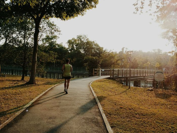 Running Vscocam Running Exercise Beinspired Sports Goodweather Setting Sun Park 跑步 运动 Sport In The City
