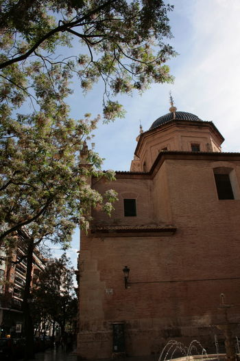 Valencia is a real treasure box for the ones who SEES. Architecture Architecture Lovers Architecture Photography Architecture_collection Architectureporn Church Cupola Old Church Sightseeing