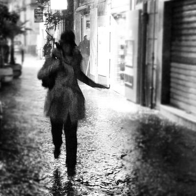 Walking in the rain... Istamod Instagood Instagram Instameet iphoneonly iphoneonly igersitalia intagrambot instagramers instagramhub love people phototag_it bwoftheday picoftheday photoproject365 jj snapseed shootermag scrivendoconlaluce lucianalatte gers