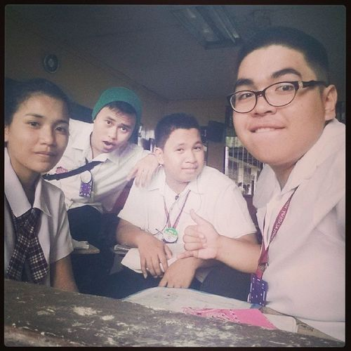 3 down...4 subjects nalang graduation na:)) Finals School Life 2ndtothelast teamworkemotionalbondingtime