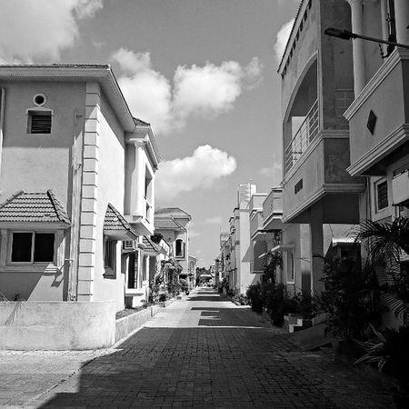 Lumia Bw Blackamdwhite Monochrome Noir Blanc Blanche Fslc Tfl Building Art Abstract Clouds Cloudporn Architecture Composition Chennai Indiagram Lumiacamera Symmetry