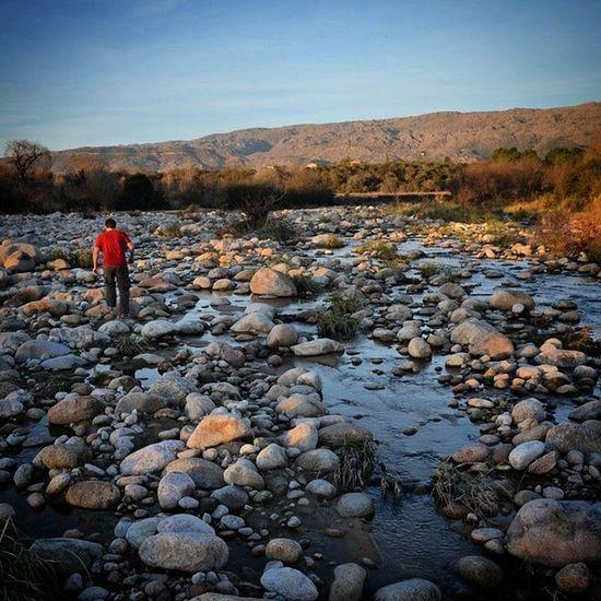Atardece en las sierras Córdoba Argentina Nono Traslasierra vacaciones río piedras