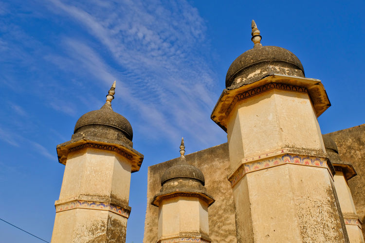 Historical building or Old Castle located in Mandawa, India. Historical Building Old Town Architecture Belief Blue Building Building Exterior Built Structure Day Dome Historical History Low Angle View Mandawa Nature No People Outdoors Place Of Worship Religion Sky Spirituality Sunlight The Past Tower Travel Destinations