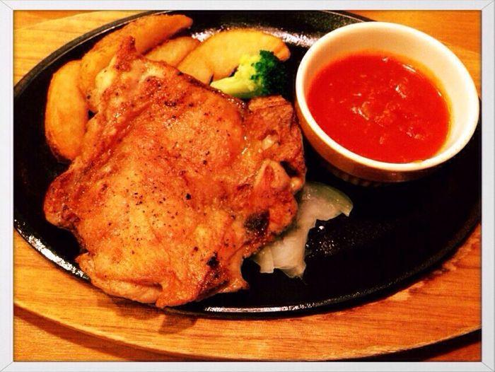 チキン ココス トマトソースを選んでみたが、予想より美味しかった〜(^-^) ココスはドリンクバー充実してて好き