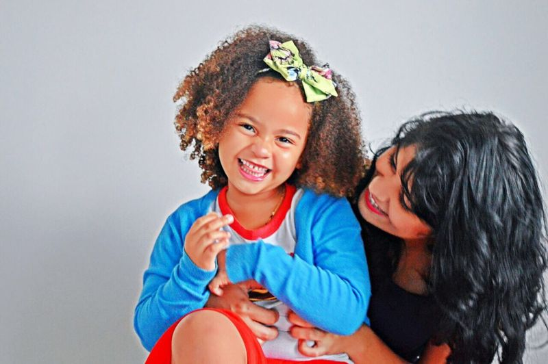 Smile Lindas Prima Smile Childhood Family With One Child Togetherness Bonding Love Mother Family Girls Portrait Day Looking At Camera Real People Happiness