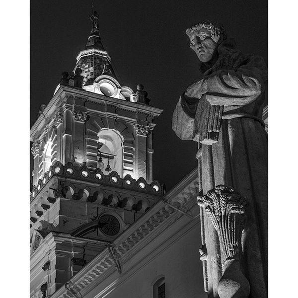 Quito Uio Ecuadorpotenciaturistica Ecuador Ecuador Ecuadoramalavida AllYouNeedIsEcuador Church Iglesia Centrohistorico PlazaGrande Canon Canonecuador Canonista Blancoynegro Blackandwhite B &W Picoftheday Pic Photooftheday Art Loveart Southamerica Sudamerica MitadDelMundo