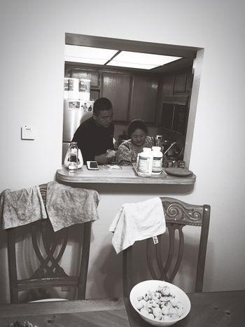 My friend couple:) they preparing~~ dinner😍😍😍 항정살 골뱅이 참이슬청포도 와인 아이스크림 한나용일