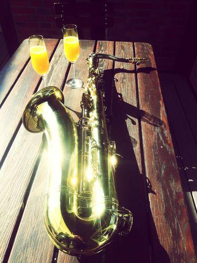 Saxophone Saxofon Sektglas Sektgläser Anstoßen