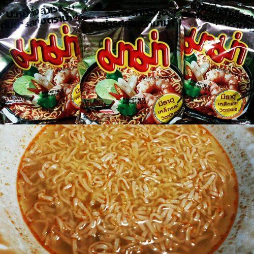 Shrimp Tom Yum! Chilli-Mansi instant noodles! Hotandspicy Anghangnagustonggustoko SobrangSARAP SobrangANGHANG pinagpawisanAKO