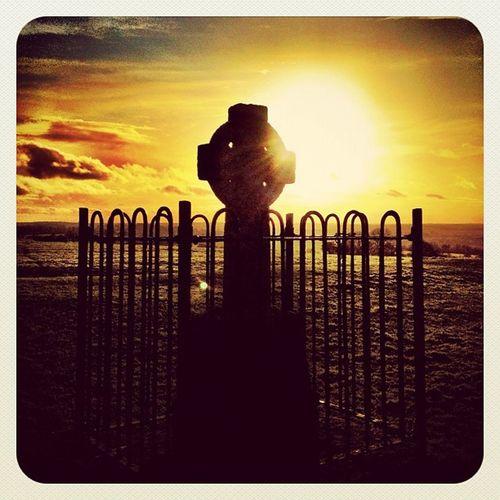 High Cross ? #earlybirdlove #tara #beautiful_ireland #jj #jj_forum #ireland #hill_of_Tara #cross #mythology Sunset Cross Ireland Flare Mythology Jj  Tara Earlybirdlove Jj_forum Hill_of_tara Beautiful_ireland