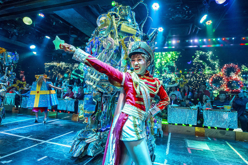 performance at the robot restaurant Adults Only Front View Full Length Indoors  Indoors  Kabukicho Multi Colored Music Neon Lights Night People Performance Performing Arts Event Period Costume Robot Restaurant Stage Costume Young Adult