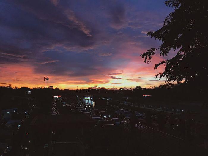 Senja langka awal tahun di St. Rawa Buntu Commuter Line Indonesia Rawa Buntu Sunset Cloud - Sky Sky Silhouette Dramatic Sky Nature Outdoors Beauty In Nature Scenics