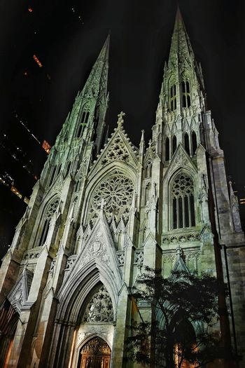Night Photography Walking Around Old Church EyeEm In NYC 2015 Handheld Exposure Taking Pictures Tourist Attraction  Slow Shutter Speed Photography St Patrick