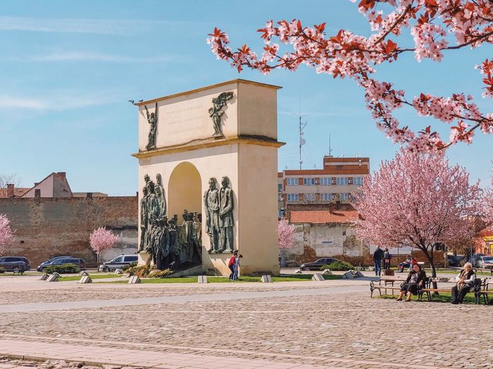 Spring in the city... Travel Weather Condition Weather Spring Flowers Lifestyle Relaxation Park - Man Made Space Park Statues Arch Monument Landmark people and places Spring Urban Spring Pink Flower Architecture Built Structure Building Exterior Sky Nature Tree Plant City Building History The Past Place Of Worship Travel Destinations Sunlight