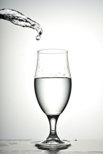 Alcohol Close-up Drink Drinking Glass Food And Drink Freshness Liquid No People Pouring Refreshment Studio Shot Water White Background Wine Wineglass 優雅 創意思考 水花 灑下 背景 落下 藝術 酒杯 靜物