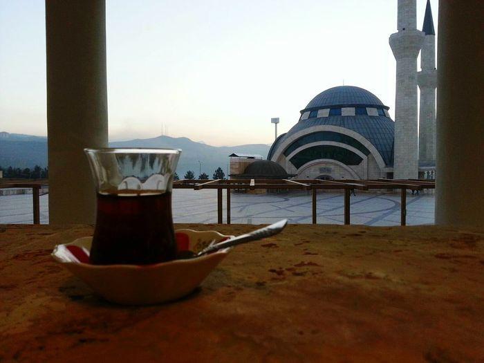 Baktık insanlar kötü bizde çayın sıcaklığına sığındık... Karabüküniversitesi Mosque Camii Karabuk Tea Türkiye çay Hayat Izmirli AllahvarGamYok Hayatzor Dert Keder Likeforlike Followme Iibf çayevi Manzara Hanging Out Teavel