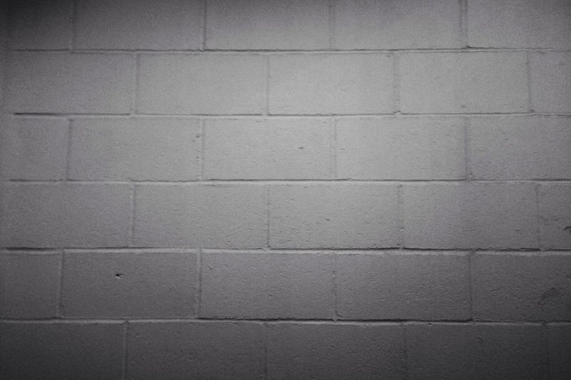 Wall Bnw