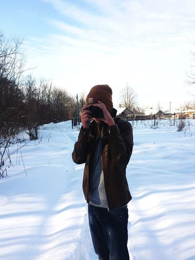 Winter Photography Themes Cold Temperature Photographing Snow (null) Camera - Photographic Equipment One Person Real People Warm Clothing Front View Leisure Activity Lifestyles Digital Camera Holding Sky Photographer Technology Day Outdoors Nature