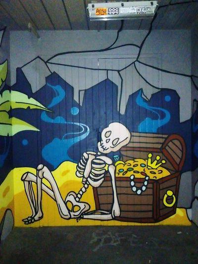 Art Graffiti Art Graffitiart StreetArt/GraffitiArt Vandalz Streetart Treasure Chest Bones Skeleton Taking Photos One Person Adelaide, South Australia Adelaide Streetphotography Street Photography Graffiti Close-up Building Exterior Street Art Aerosol Can Human Representation Representation Spray Paint Vandalism ArtWork
