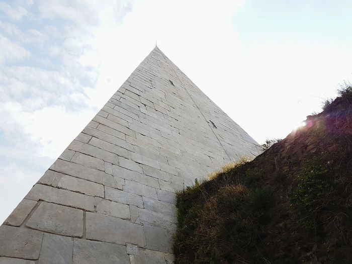 Roma Piramid