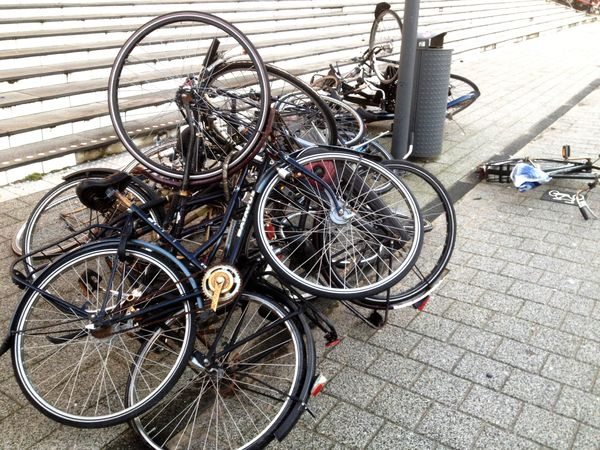 Fietsenstalling . Bicycle Parking .
