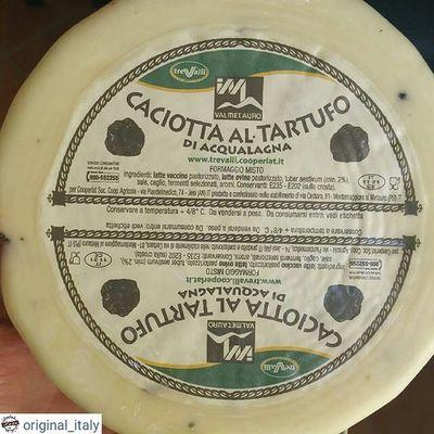 ☆☆☆☆☆ @original_italy ☆☆☆☆☆ Сливочный сыр с кусочками трюфелей Головка довольно большая 1100 грамм, цена 35€ Для заказа WhatsApp, Viber + 79817855075 Италия шоппинг оригинал Original_italу кофевиноitalyкупитьмосквапитерсырсырыитальянскиесырысырнаятарелкапиццапастаПрошуттосалямиОливковоемаслоЛимончеллоспецииитальянскиеспеции