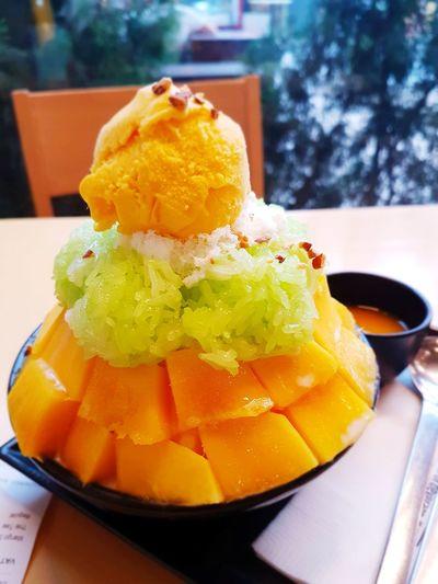 Bingsu บิงซู ข้าวเหนียว มะม่วง เขียว เหลือง หวาน อร่อย อาหาร ขนมหวาน ยอดฮิต วัยรุ่น ชอบ เชียงใหม่ นิมมาน First Eyeem Photo