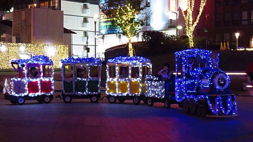 Hanging Out Taking Photos Hello World Enjoying Life Check This Out Train Train - Vehicle Light Illuminated Illumination Illuminati Christmas Lights