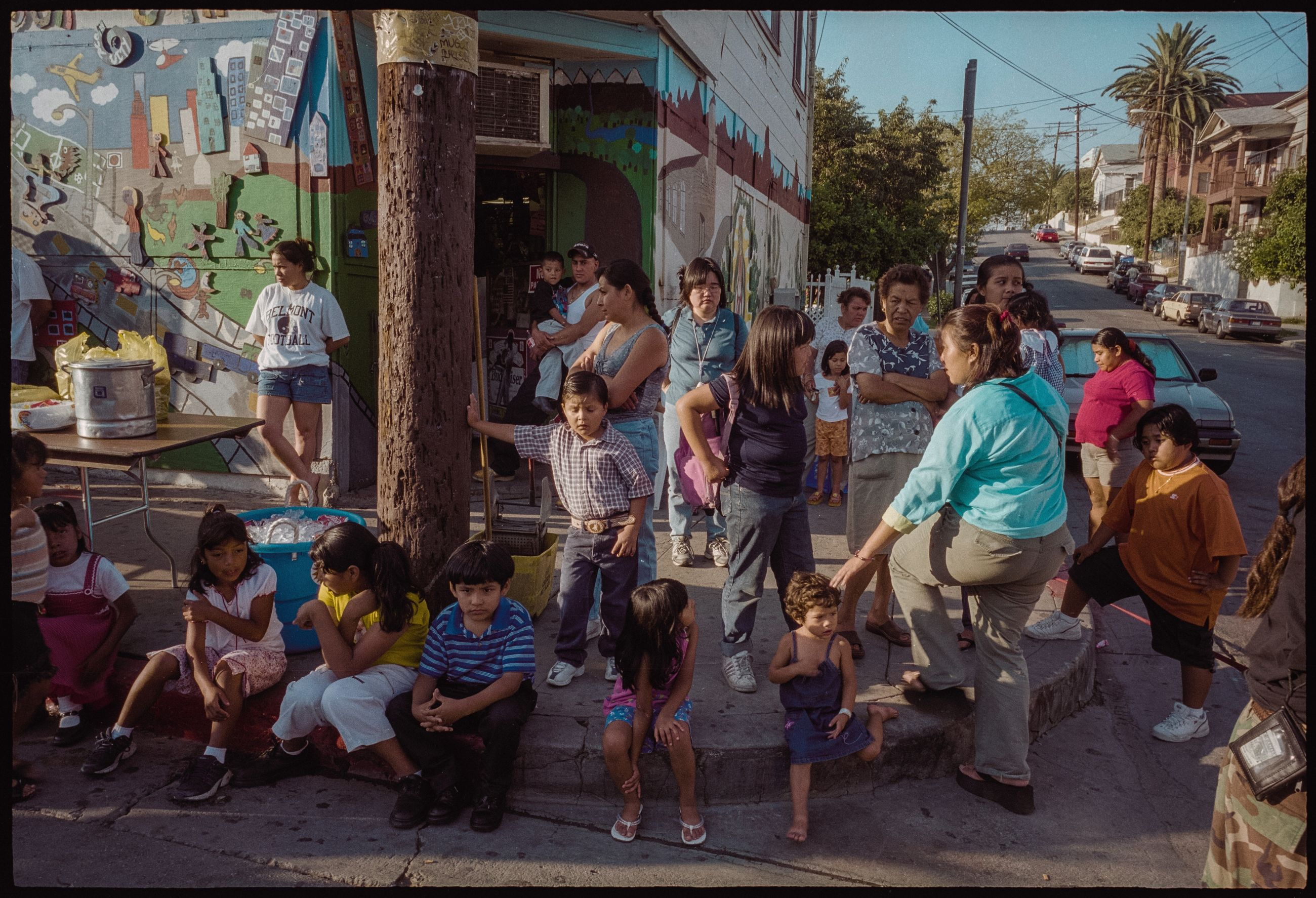 group of people, crowd, large group of people, real people, women, men, architecture, city, day, lifestyles, sitting, adult, casual clothing, built structure, building exterior, street, leisure activity, seat, outdoors