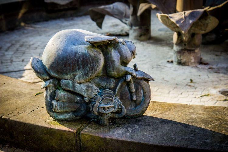 Animal Themes Brunnen Brunnenfigur Bunny  Herxheim Motorbike No People Rheinland-Pfalz  Sclupture