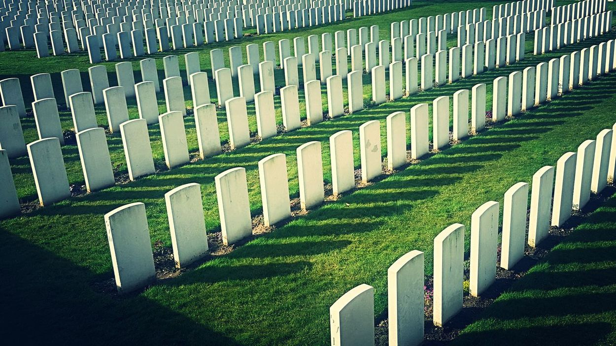 Cemetary Wwi Tyne Cot Flanders Fields Memorial Cemetery In A Row Tombstone Grass Graveyard The Past Repetition Green Color Gravestone Grave Patriotism No People Day War History Spirituality Outdoors Conformity Military Nature