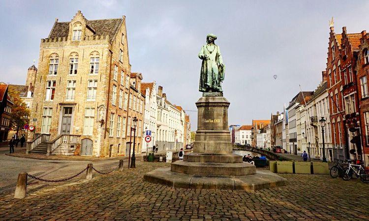 Brugge Sculpture Building Exterior Travel