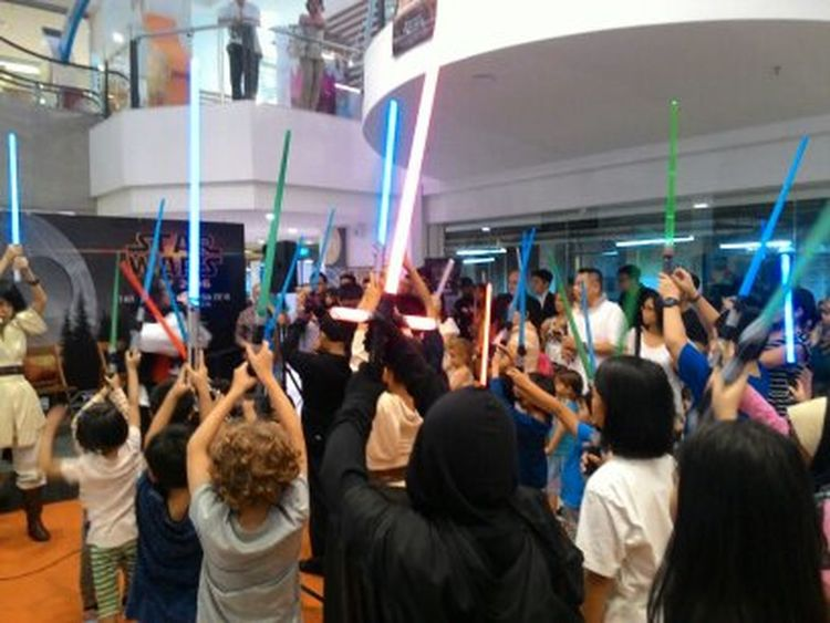 Crowd Large Group Of People Light Saber Light Sabers People Star Wars Star Wars Day Star Wars Exhibition Star Wars Love Star Wars The Force Awakens