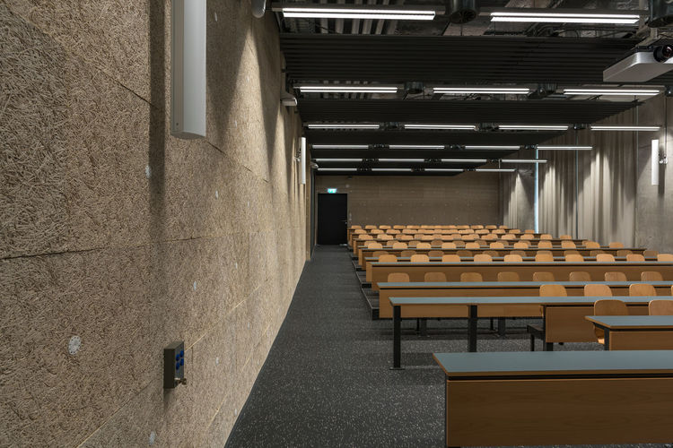 scool Light University Campus Wall Wood Architecture Auditorium Day Design Education Floor In A Row Indoors  Large Group Of Objects Lecture Hall No People Seats Table University