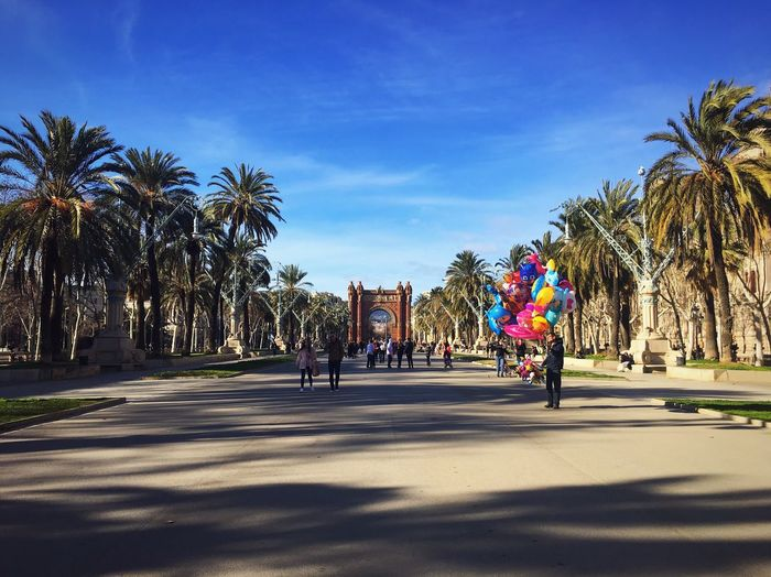 Celebrate life every single day! 💕 Architecture Eeyem Travel Eeyemgallery Eeyem Photography Travel Destinations Barcelona Arcdetriomf City Palm Tree Tree Sky Day Sunlight Shadow Large Group Of People Outdoors People Vacations Nature Real People EyeEmNewHere