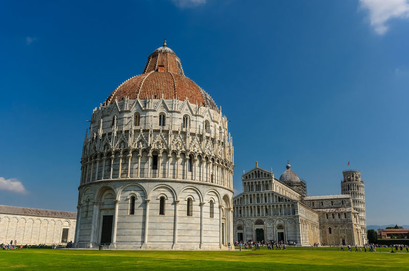Views of the esplanade of the Cathedral of Pisa. Italy Cathedral Clear Sky Famous Pisa Sunny Toscana Tuscany Architecture Baptistery Blue Building Exterior Built Structure Day Esplanade Europe Grass Italian Italy Leaning Tower Of Pisa Old Outdoors Sky Tourism Tower Travel Destinations
