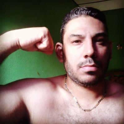 Fuerza. ...dureza en el ♥ y en el brazo...asi debe ser siempre....