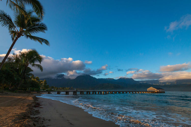 Scenic view sunrise early morning at waioli beach park, hanalei bay, kauai, hawaii, usa against sky