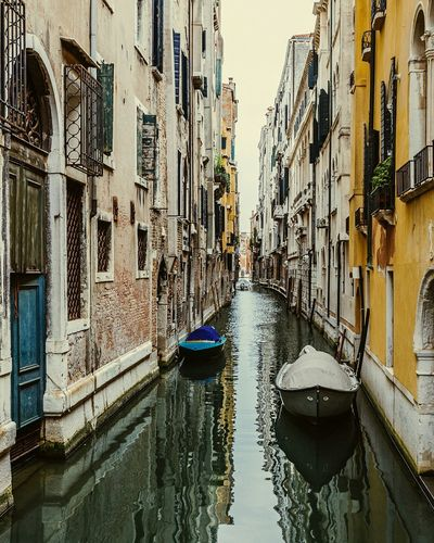 Postcard from Venice Seeing The Sights Lovefortravel City Canal Venice Italy Europe European  Travelingtheworld  Traveler Lovethelifeyoulive Wanderlust Myfirstsolotrip Cityscape Traveling