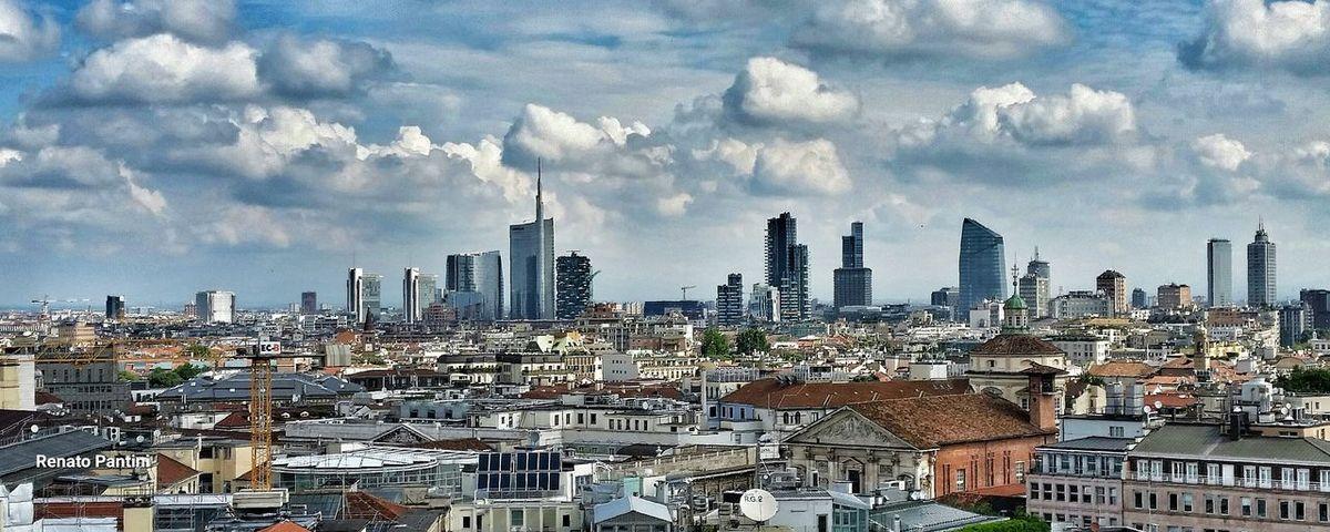 I grattacieli di Milano. Milano Milan Italy Grattacieli Grattacielo Skyscrapers Skyscrapers In The Clouds Lombardia Lombardia_super_pics Lombardy Italia Italy Samsung Galaxy S5 GalaxyS5