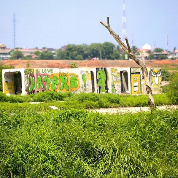 Haters adalah lovers yang tertunda..heheh Arteurope ArtWork Artindonesia Artpaint Painteditmyself Paint Bestartistever Lukisan Artword Art Artist Artistic Abstract Abstractart Absurd Art Indonesian Indonesiaart Instaeurope Photooftheday Igers IGDaily Paint Bestartfeatures Praumountain sun landscape grafiti mural