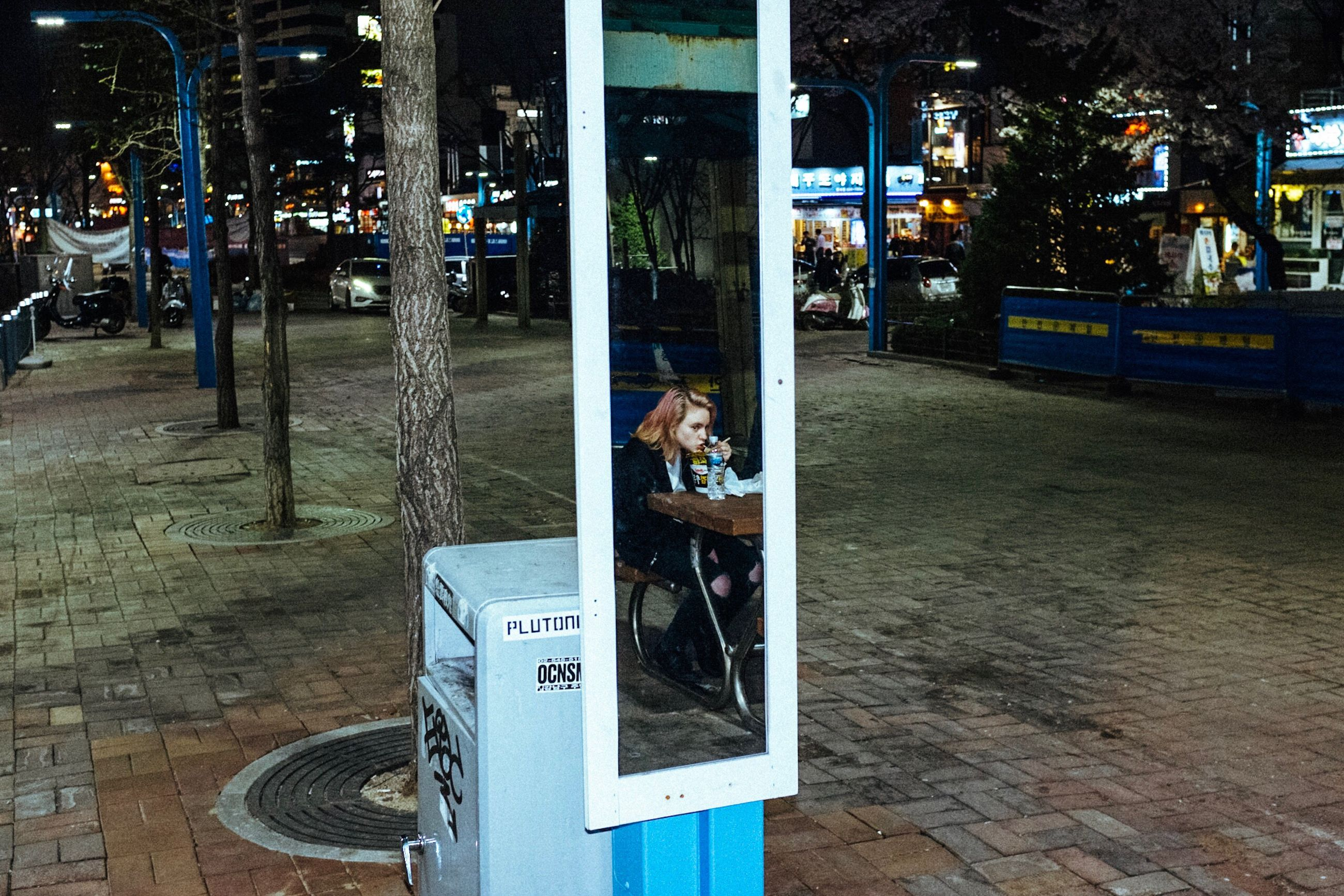 one person, photography themes, real people, technology, outdoors, lifestyles, full length, leisure activity, communication, portrait, adults only, one man only, city, people, only men, adult, day, bus stop