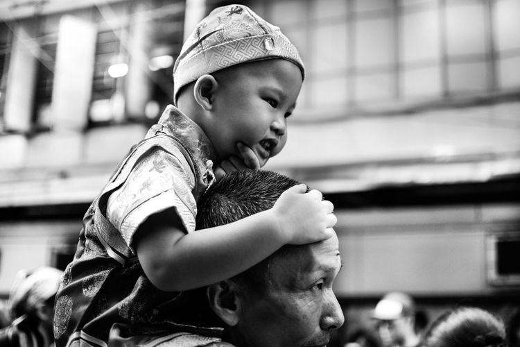 Father & Son. Streetphotography Street Streetphoto_bw Bnw Bnw_friday_eyeemchallenge Bnw_captures Bnw_life Bnw_collection Bnw_society Bnw_worldwide Bnw_planet Babies Only Focus On Foreground Togetherness People City Close-up Adult This Is Masculinity California Dreamin Stories From The City Inner Power Go Higher This Is Aging This Is Family This Is My Skin The Street Photographer - 2018 EyeEm Awards The Photojournalist - 2018 EyeEm Awards The Portraitist - 2018 EyeEm Awards The Traveler - 2018 EyeEm Awards Human Connection
